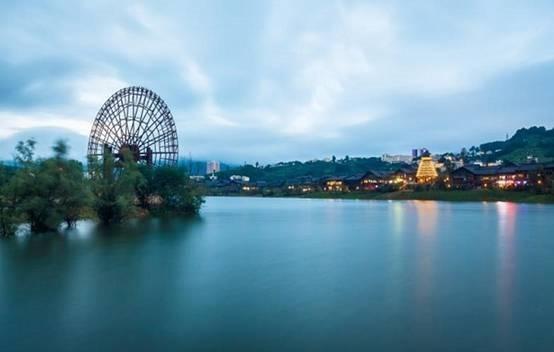 世界最大水车 丹寨东湖大水车直径26.08米