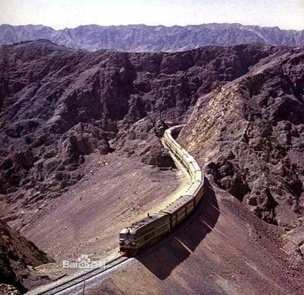 经尾亚后,沿天山南麓过哈密,鄯善,吐鲁番,在达坂城穿过天山到乌鲁木齐