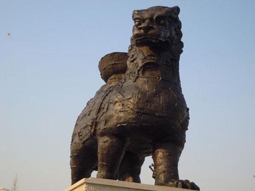 世界最大的沧州铁狮子