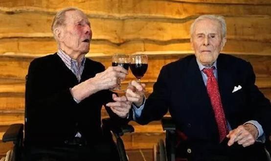 全球年纪最大的双胞胎兄弟103岁