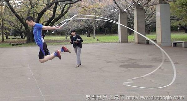日本跳绳选手挑战三项跳绳世界纪录