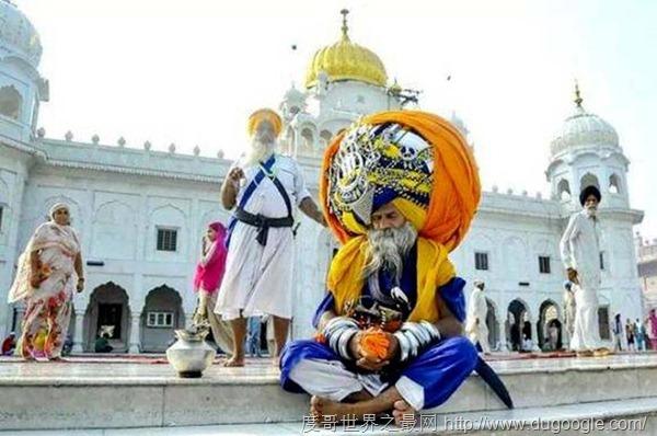印度老人阿凡达用16年打造645米的头巾,破世界纪录