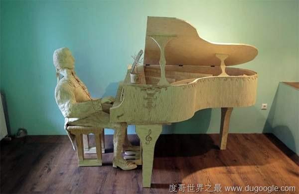 用21万枝火柴棒做的钢琴家