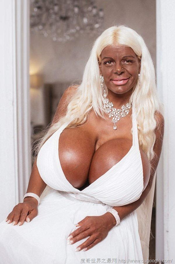 欧洲第一巨乳大马汀娜Martina Big整形上瘾