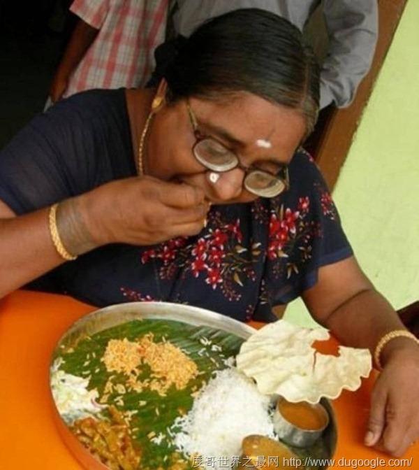 印度10大奇葩習俗,擦屁股用手不用紙,喝牛尿不喝水