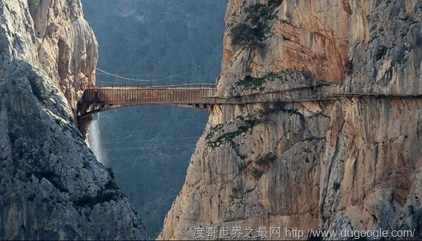 胡塞尼吊桥,国王步道最惊险