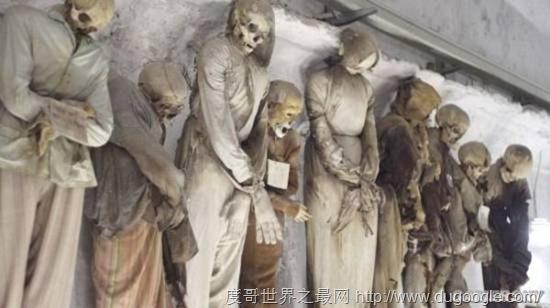 全球十大最恐怖的地方 墨西哥娃娃岛和法国巴黎地下墓穴