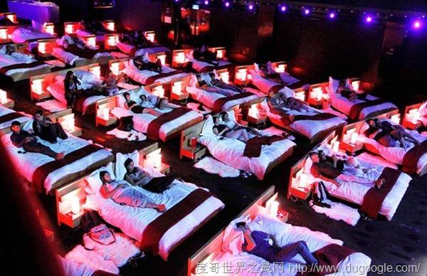 全球最有特色的8大电影院, 伦敦热水浴缸电影最有特色