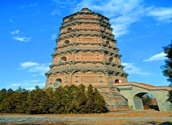良乡多宝佛塔是北京市境内唯一一座楼阁式砖塔