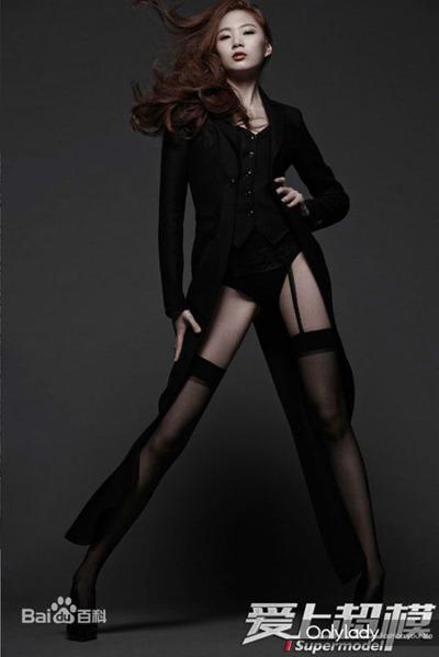 学幼师的她因为大长腿和好身材而转入模特行业