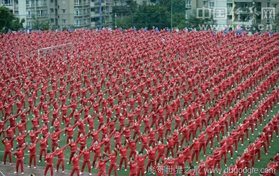14个城市5万大妈齐跳广场舞 刷新吉尼斯记录