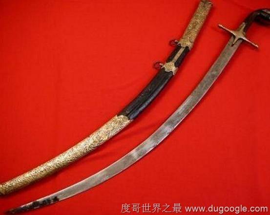 ▼2. 圣马丁弧形军刀。