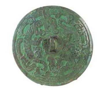 中国最早的阳燧 虎鸟缠虺纹铜阳燧