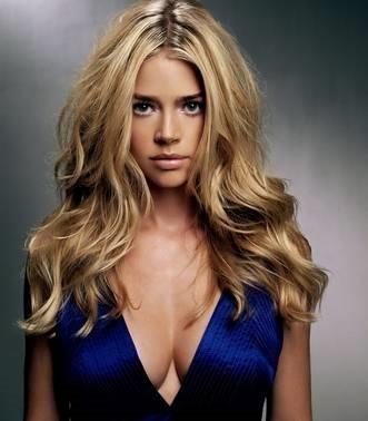 好莱坞女明星十名最昂贵的胸部整形手术