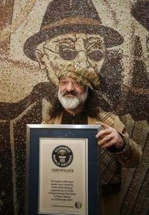 艺术家用咖啡豆制巨幅画作 创吉尼斯世界纪录