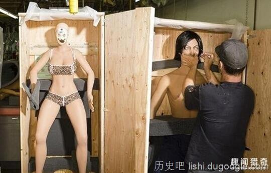 充气娃娃是怎么做成的?摄影师揭秘性玩偶制作全过程